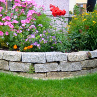 Trockenmauer - Blumenbeet rund